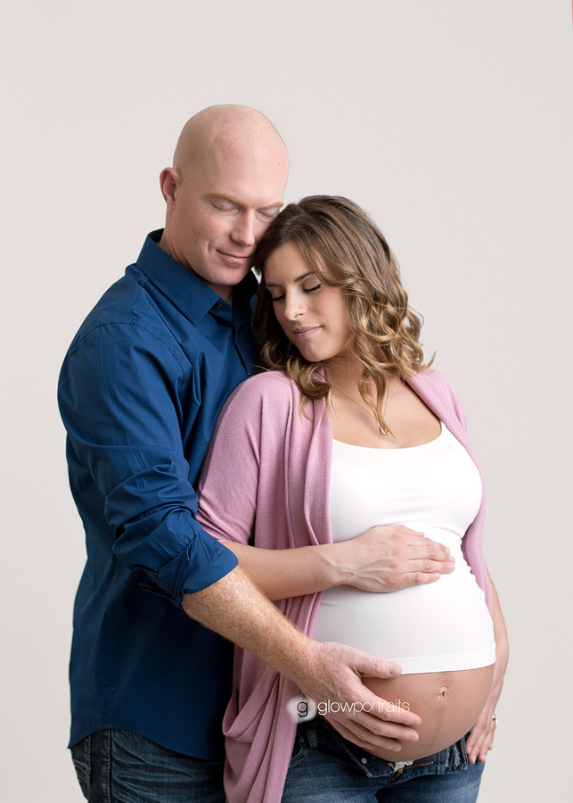 maternity photography couple posing