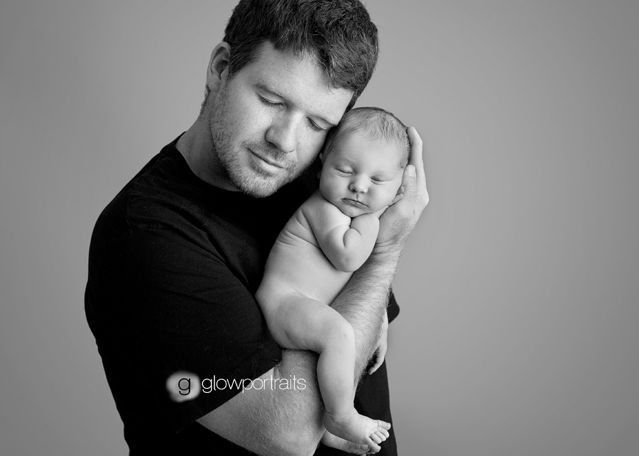 daddy snuggle newborn baby photograph session