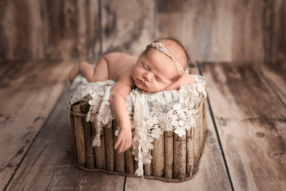 newborn photographer glow portraits